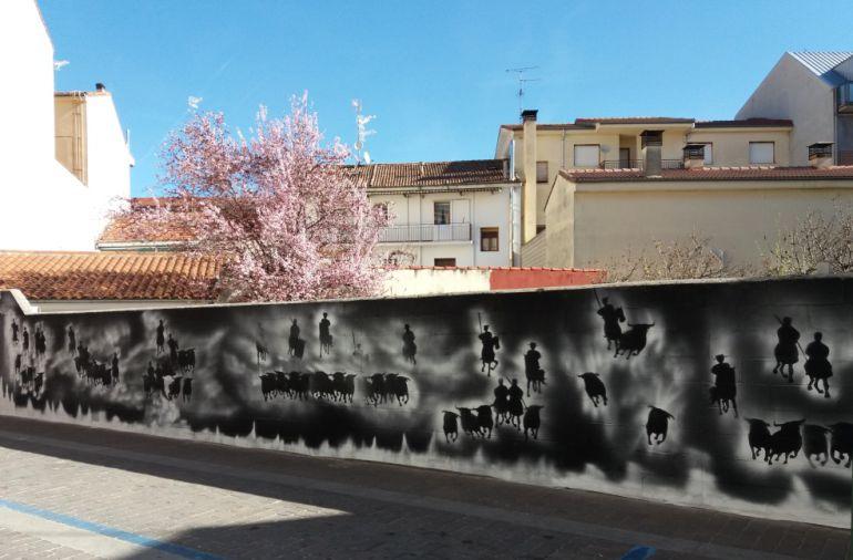 Mural de los encierros en la calle Huertas de Cuéllar