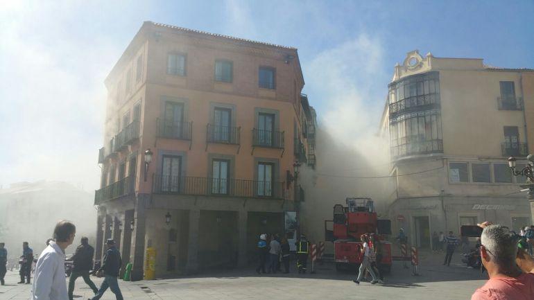 Incendio a la entrada de la Calle Real