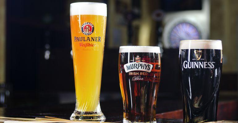Shamrocks Sanse es el mejor lugar para disfrutar con amigos mientras te tomas una cerveza artesana