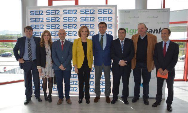 La consejera de Agricultura y Pesca, Carmen Ortíz, junto a las autoridades y responsables de SER Málaga