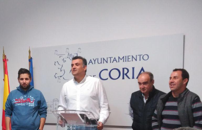 El alcalde de Coria durante su comparecencia de prensa de hoy