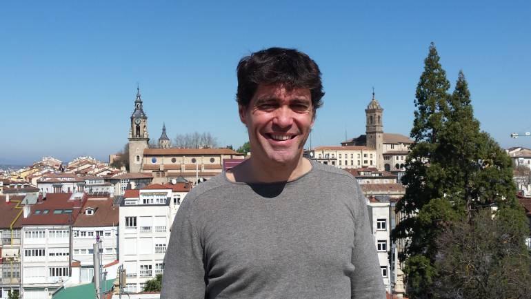 Charlamos con Fernando Iglesias, responsable de Podemos en Vitoria