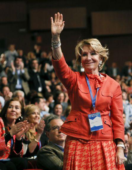 La expresidenta regional del PP y de la Comunidad de Madrid, Esperanza Aguirre ovacionada durante el congreso regional