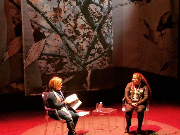 Momento de la charla entre Alicia Gómz Montano y Luz Marina Bernal