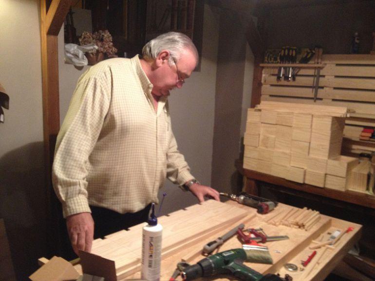 Luis Comyn, presidente de los empresarios del sector de la madera , en su taller de La Granja