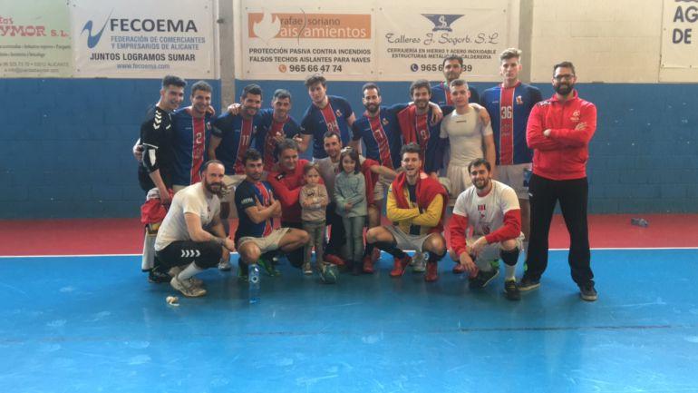 la plantilla del CD Agustinos tras vencer a Vila Real