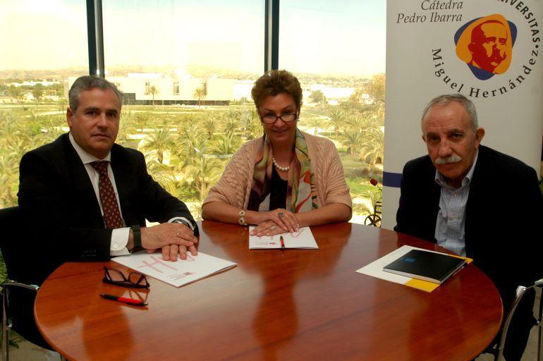 Firma entre la UMH y Aigües d'Elx