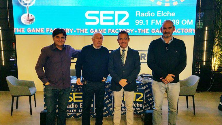 De izquierda a derecha: Pepe Morago, Santiago Gambín, el presidente del Elche Diego García y Pablo Verdú