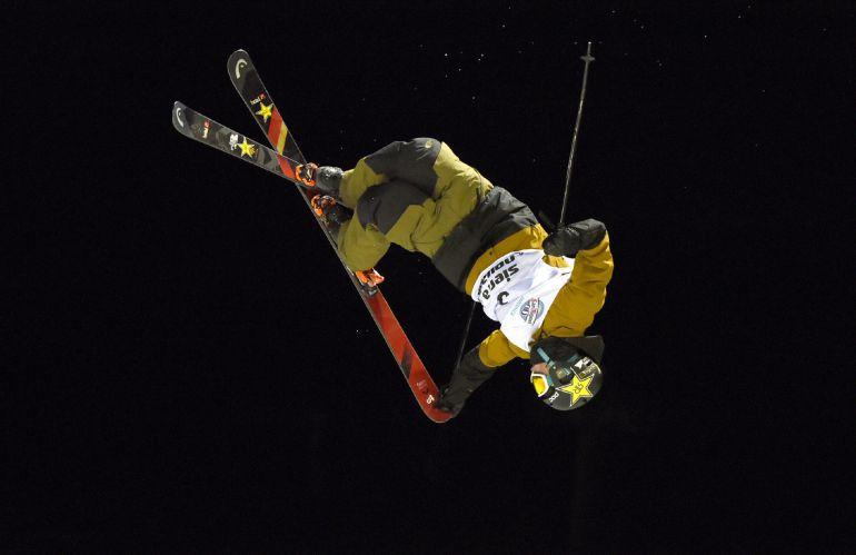 El estadounidense Aaron Blank se proclamó este sábado campeón mundial de halfpipe de freestyle en los Mundiales de Sierra Nevada, al ganar la prueba disputada, en horario nocturno, en el medio tubo de la Loma Dílar de esta estación andaluza