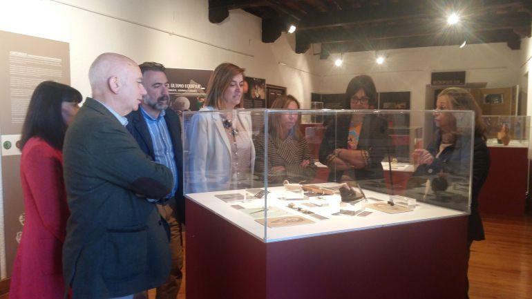 Visita de la presidenta de la Diputación al museo con sede temporal