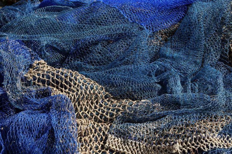 Imagen de archivo de varias redes de pesca.