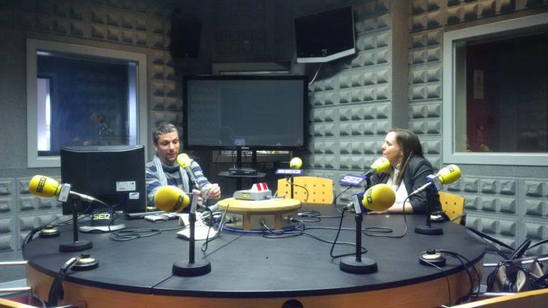 La directora de Peinador en los estudios de Radio Vigo