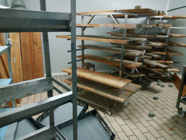 Así han quedado las instalaciones de la quesería tras el robo
