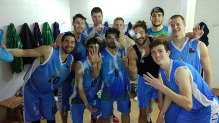 Los jugadores celebran una de las últimas victorias en la LEB Plata