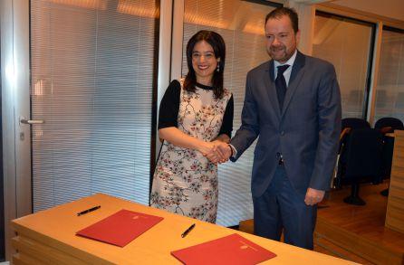 Momento tras la firma del convenio
