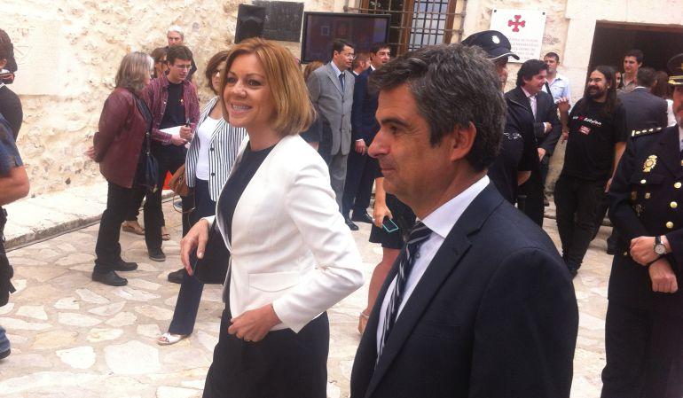 Rogelio Pardo (d) junto a María Dolores de Cospedal en la investidura como alcalde de Ángel Mariscal en 2015