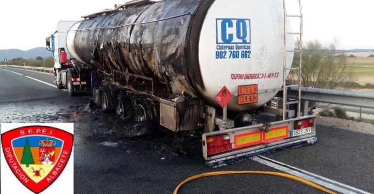 Así ha quedado el camión quemado