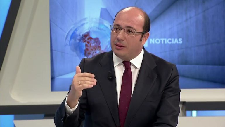 Pedro Antonio Sánchez durante la entrevista en la televisión autonómica