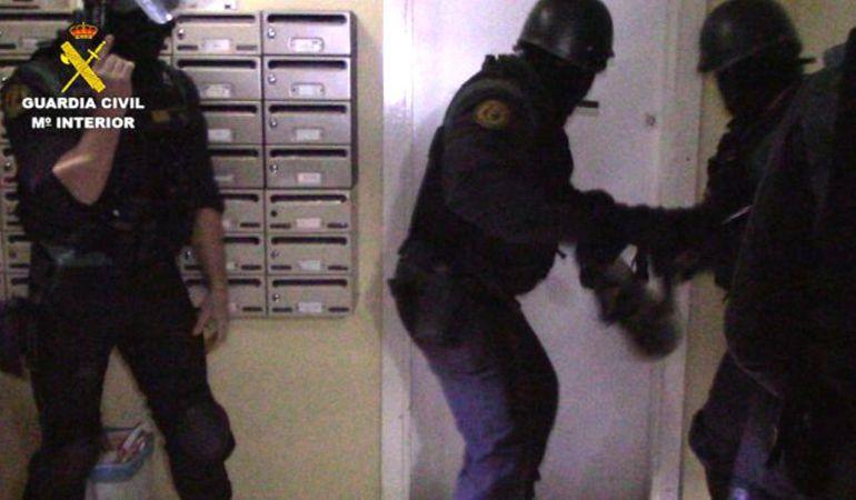Los agentes han recuperado vehículos robados, perfumes, décimos de lotería y dinero en efectivo