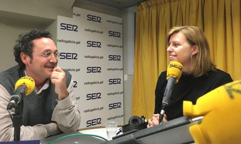 El fiscal Álvaro García Ortiz con Aida Pena en el estudio de Radio Galicia