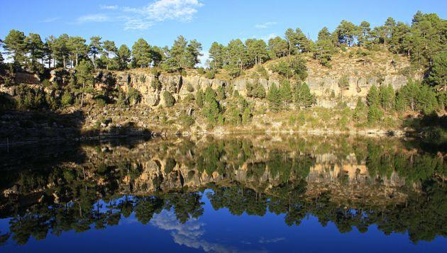 Las lagunas se formaron por la erosión kárstica de los suelos calizos.