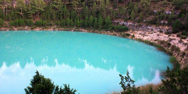 El agua cambia de color durante algunos días del mes de julio.