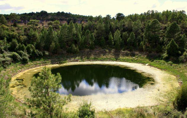 Lagunillo del Tejo, con sus aguas de una tonalidad más oscura.