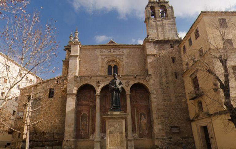 Muchas han sido las hermandades que, al abrigo del convento de Santa Cruz la Real, han visto la luz desde el siglo XVI y hasta nuestros días