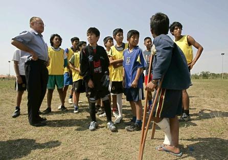 Nicolás Castellanos también promueve la práctica del deporte entre los más pequeños