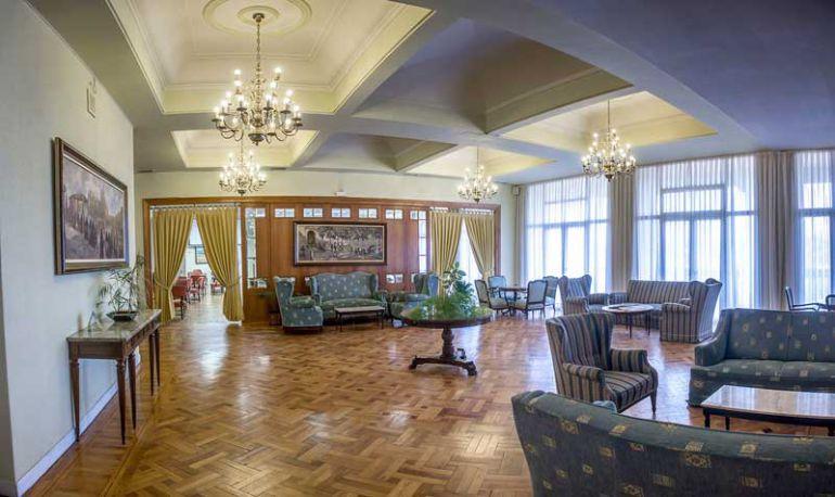 Interior de una de las salas que actualmente utiliza el Casino de la Unión en su sede social.