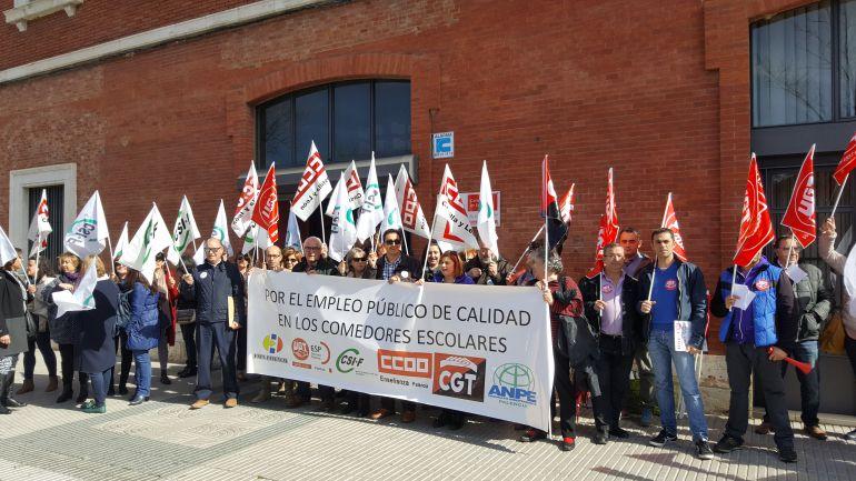 Sindicatos y FAPA denuncian la privatización de los comedores ...