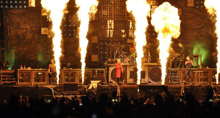 Rammstein, cabezas de cartel del Resurrection Fest 2017, en una actuación en el Wacken Open Air 2013