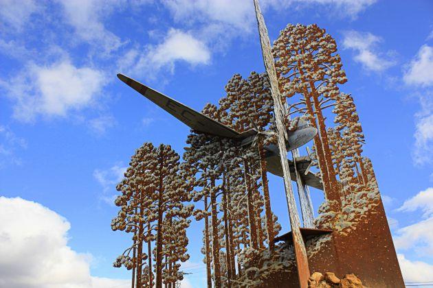 Escultura que recuerda el accidente de aviación en el que falleció Joaquín Blume.