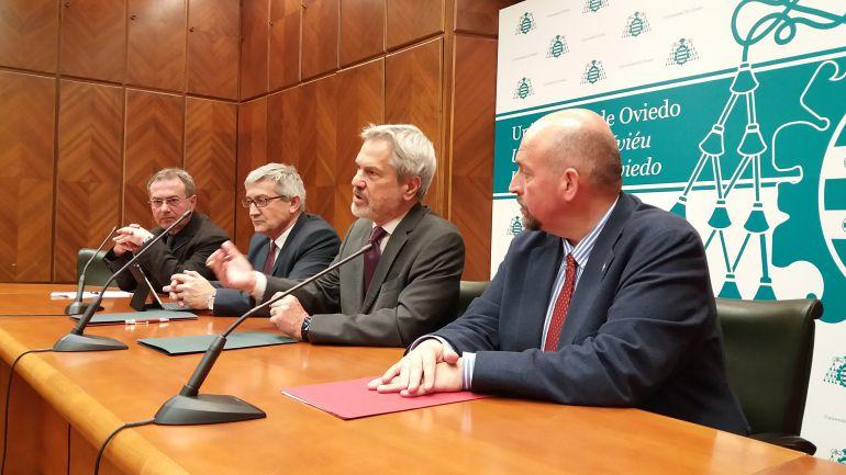 Momento de la firma de renovación del convenio entre ambas instituciones