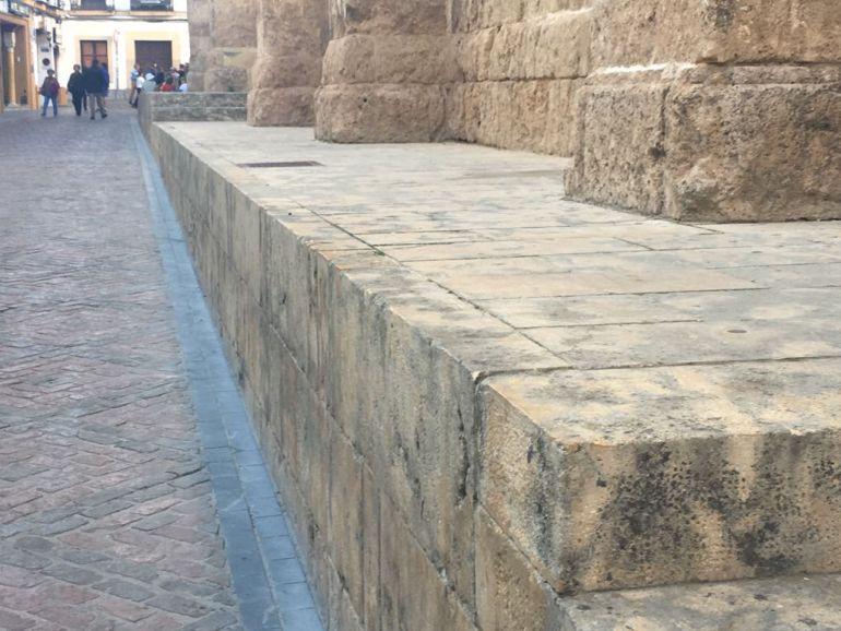 Muros que rodean la Mezquita