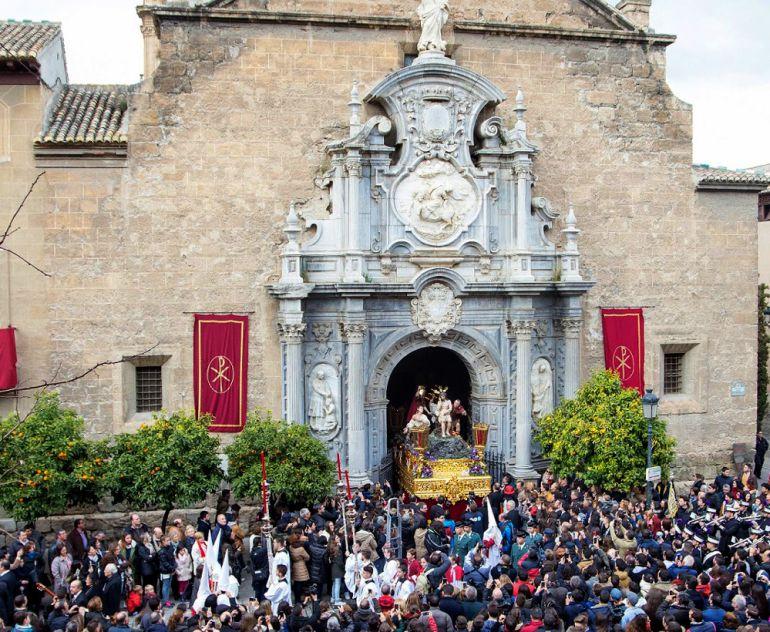 La Hermandad de los Estudiantes sale, cada Miércoles Santo, desde la antigua Colegiata jesuita de san Pablo, actual parroquia de san Justo y Pastor