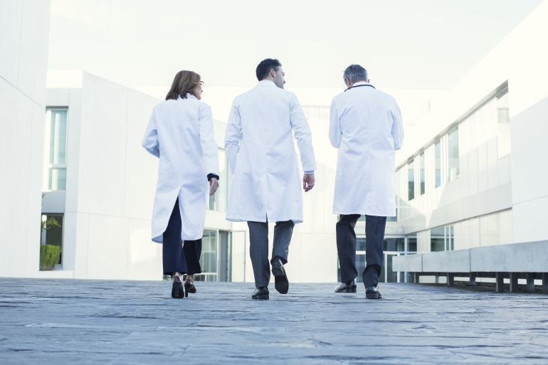 Los trabajadores de Sanidad trabajarán 35 horas semanales si el Gobierno puede gastar más