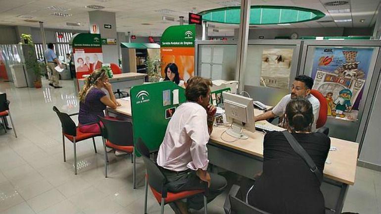 El paro baj en marzo en personas en la provincia de for Oficina de desempleo malaga