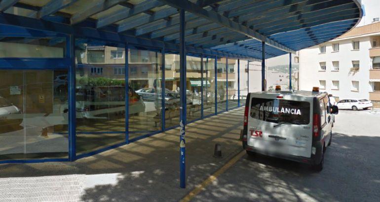 Una ambulància davant l'Hospital de Palamós.