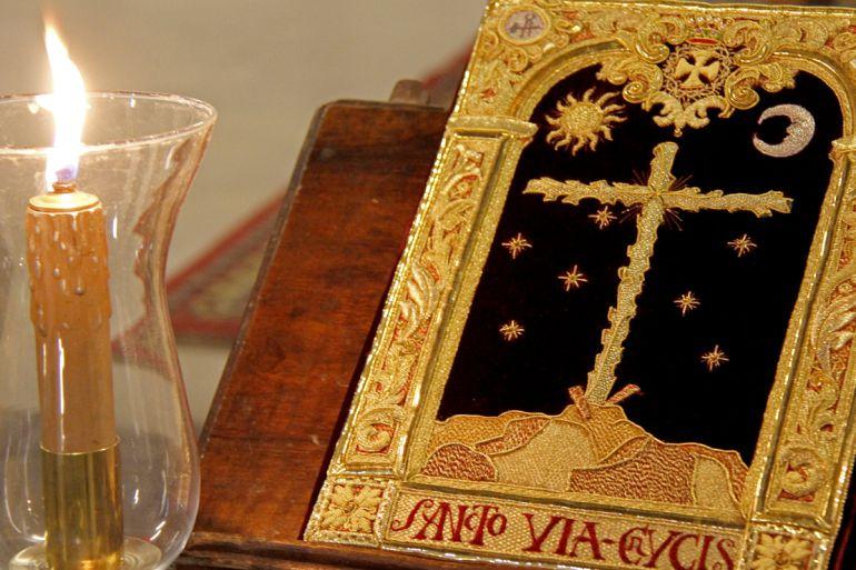 El Santo Vía Crucis es el primero de los titulares de esta cofradía del Martes Santo granadino y procesiona durante la estación de penitencia