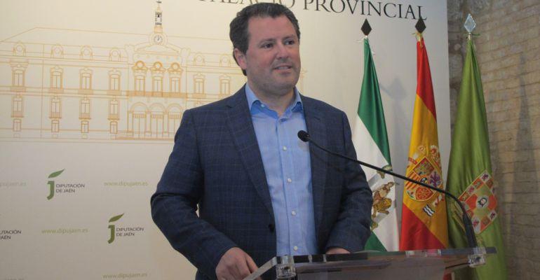 El diputado de Agricultura, Pedro Bruno, durante la presentación de las ayudas.