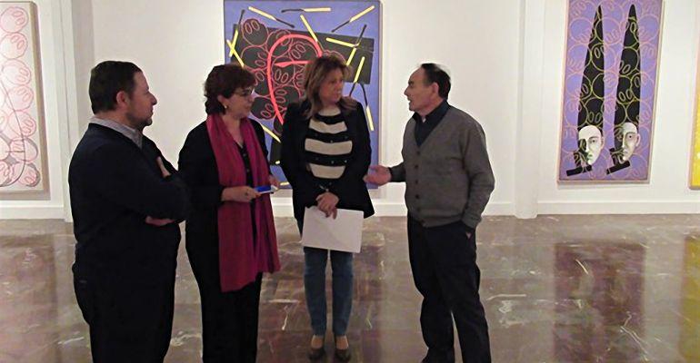 La delegada de Cultura, Pilar Salazar, junto al artista Juan Martínez (derecha) y responsables del Museo.