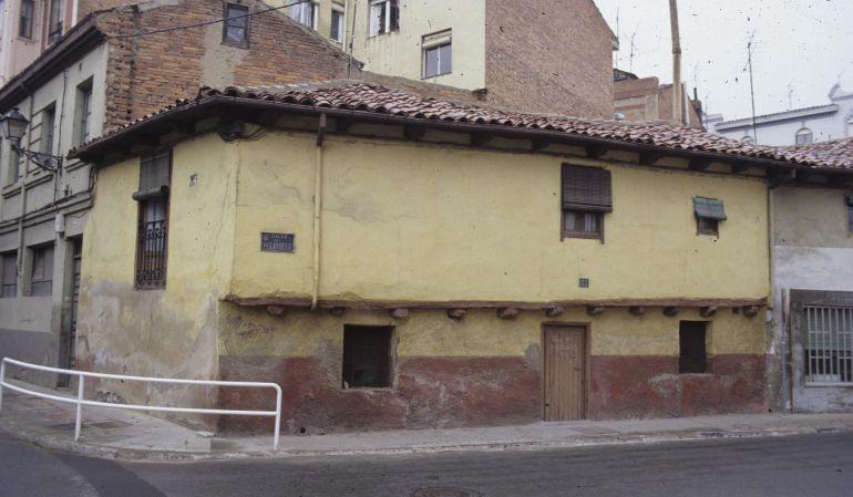 Una de las casas antiguas de León, ubicada en la carretera de Los Cubos