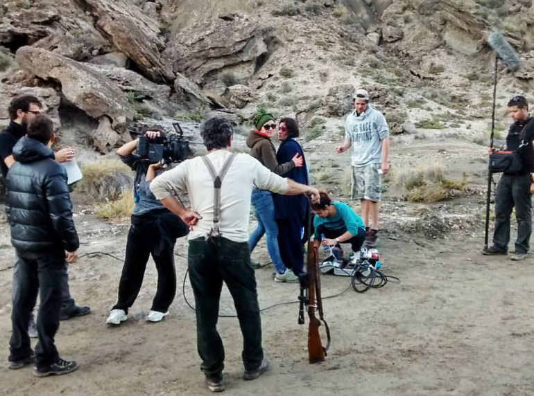 El equipo de Dhogs en un momento del rodaje