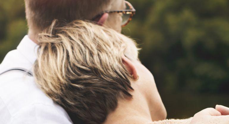Según los expertos pedir ayuda es clave para frenar la depresión