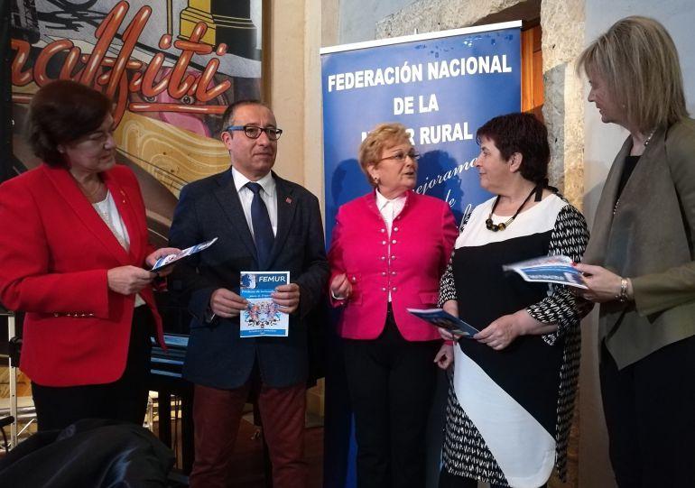 Imagen de varios de los participantes en el Foro sobre la Inclusión Social organizado por la Federación de la Mujer Rural