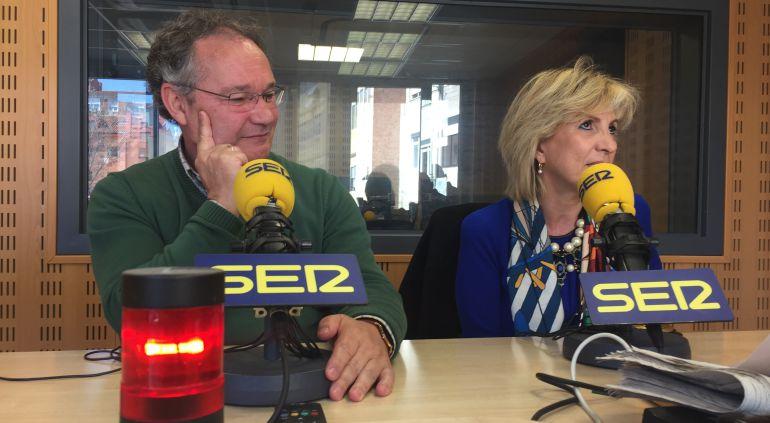Antonio Otero, presidente del Colegio de Médicos de Valladolid, y Verónica Casado, médico de familia, durante la entrevista