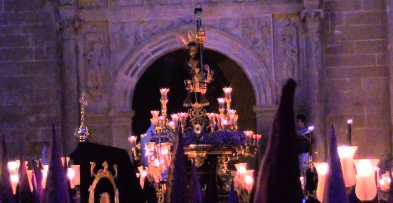 El nazareno sale de Santa María en la Madrugada de cada Viernes Santo