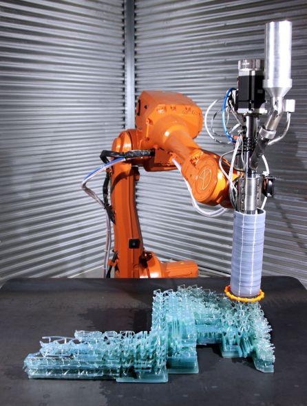 Brazo robótico imprimiendo