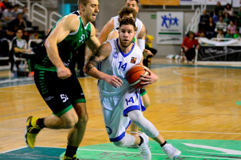 Christian Díaz, uno de los grandes atífices de la victoria del Club Ourense Baloncesto en Cáceres. Al final 65-71